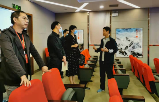 马院赴南京两所高职院校调研思想课VR实践教学基地